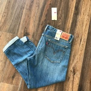 Levi's Boyfriend Skinny size 32.  new with tags